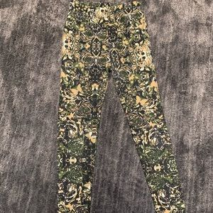 "LUALROE Printed ""Camo"" Design Leggings"